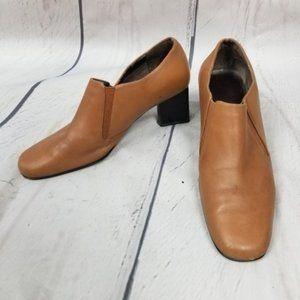 NATURALIZER brown/tan leather block heel booties